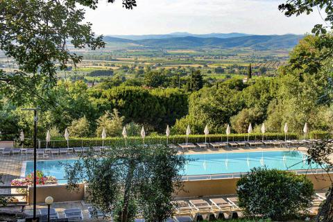 Vallicella Glamping Resort - pool with panoramic view on the hills