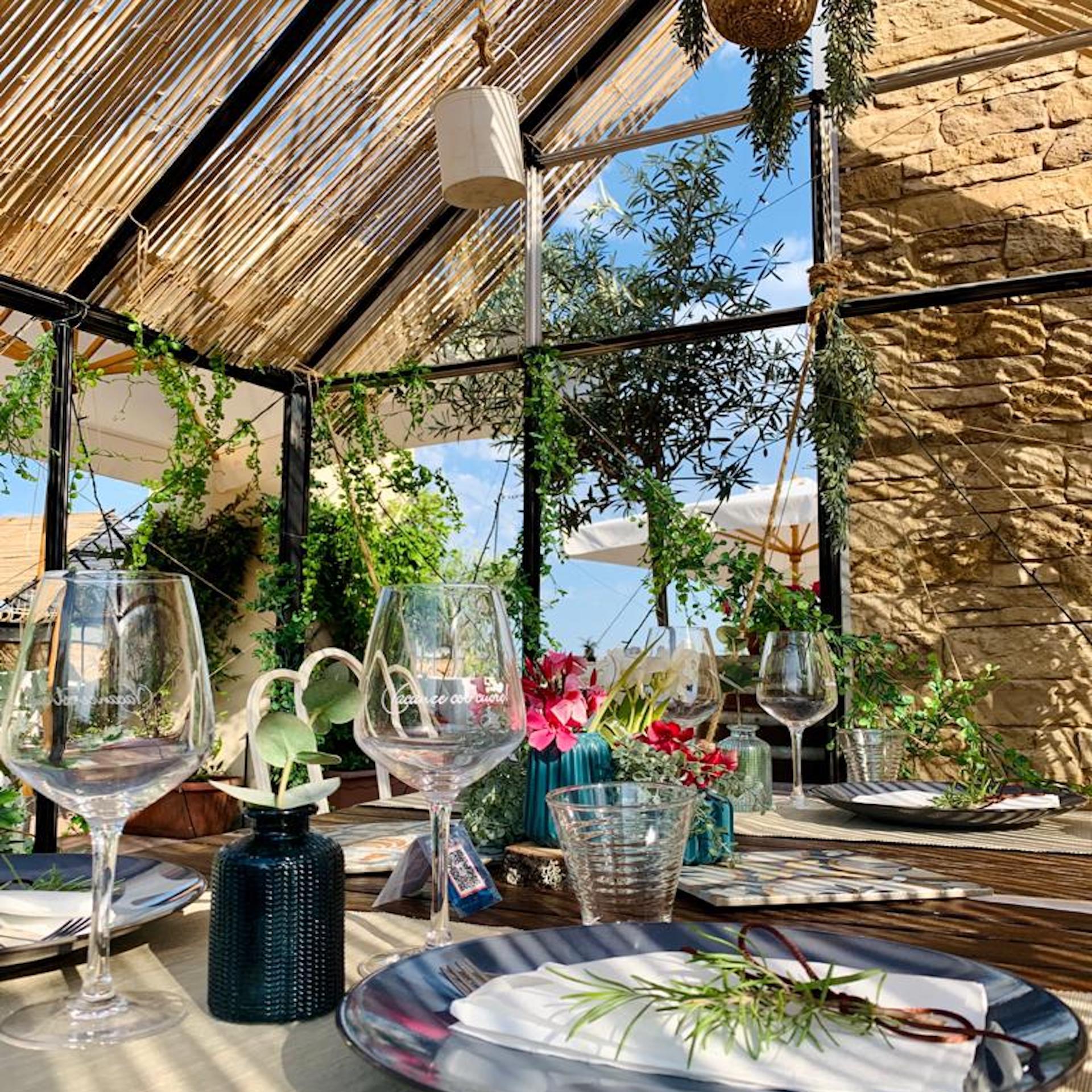 Roof Garden | Het nieuwe dakterras van ons restaurant is omgetoverd tot een prachtige tuin.